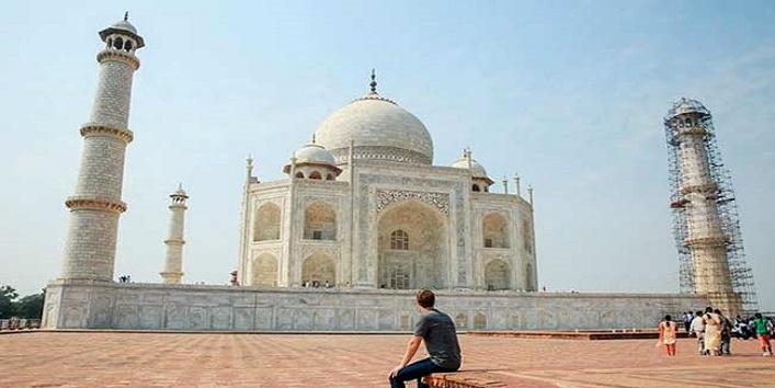 Mark zuckerberg reached India, was influenced to visit taj Mahal1