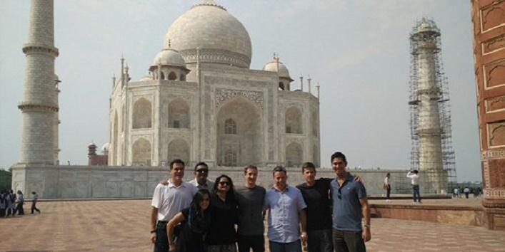 Mark zuckerberg reached India, was influenced to visit taj Mahal2