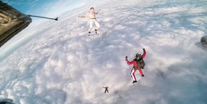 men jump without parachute1