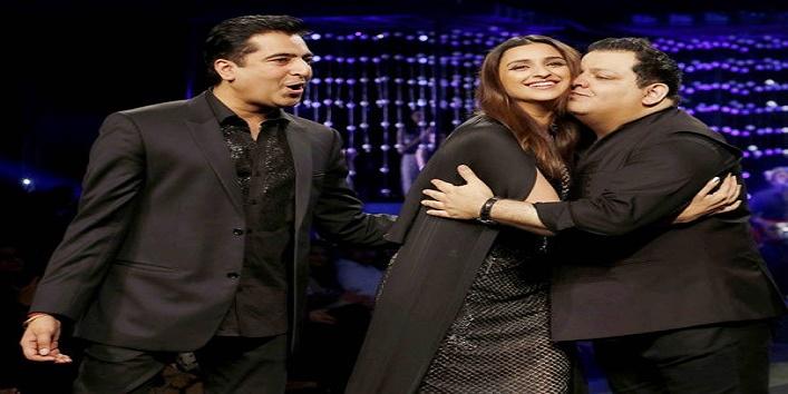 parineeti chopra looks stunning in blenders pride fashion show3