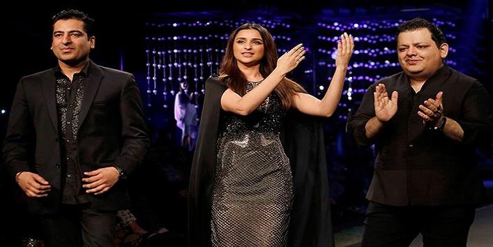 parineeti chopra looks stunning in blenders pride fashion show4