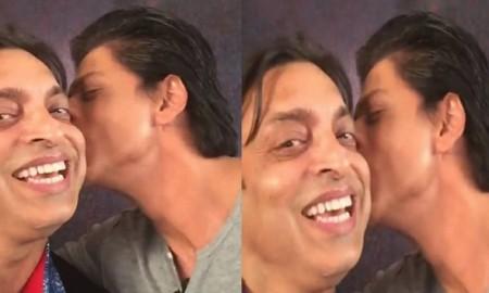 shahrukh khan kiss shoaib akhtar1