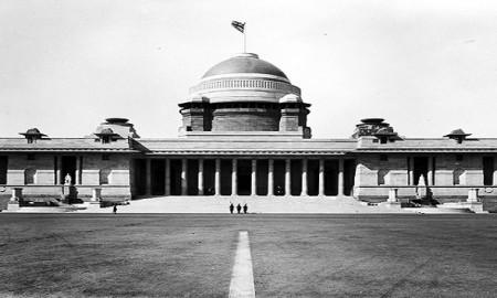 Viceroy's House, New Delhi: the main entrance