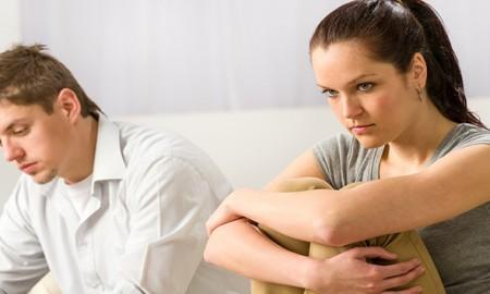 पति-की-बेवफाई-के-बावजूद-उन्हें-नहीं-छोड़-पाती-पत्नियां
