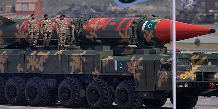 मार्च-2004---पाकिस्तान-ने-2000-किमी-की-मारक