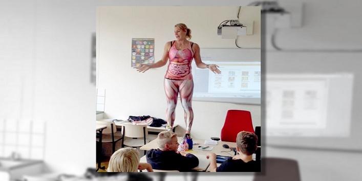 Teacher likes to teach children being nude1