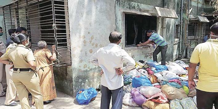 garbage flat mumbai1