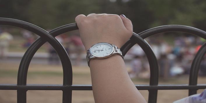 watch on left hand wrist 2