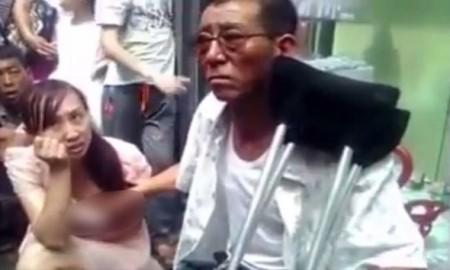 chinese-shamenfuture-by-touching-womans-breastsajab-gajab-newsweird-newsodd-news