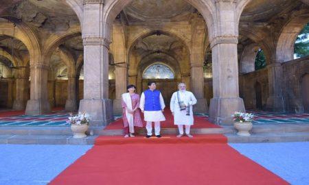 pm modi along with japanese pm shinzo abe visits Sidi Saiyyed Mosque in Ahmedabad cover