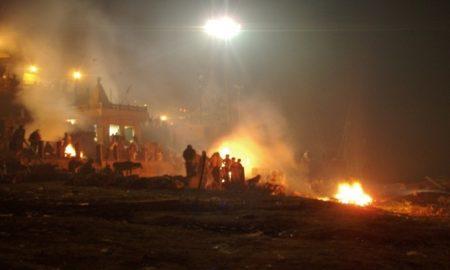 Burning_ghats_of_Manikarnika_Varanasi-1050x701