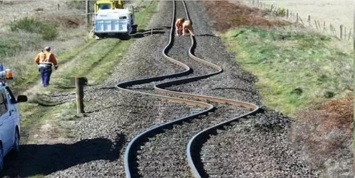 इस तस्वीर को देख कर आज दुनियाभर के इंजिनियर परेशान हैं।