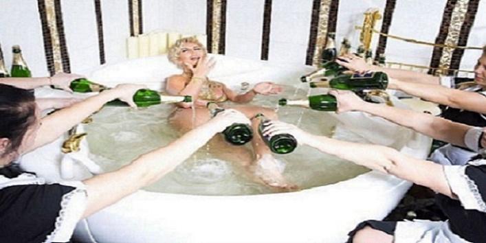 होटल में एक रात बिताने के खर्चती हैं 20 लाख