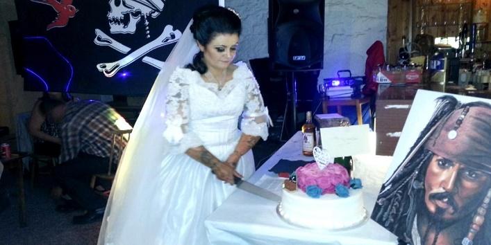 कंकाल से निभाई शादी की रस्मे