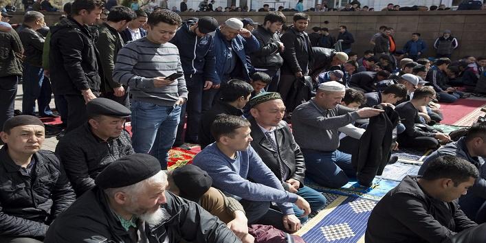 अधिकतर मुस्लिम हिरासत में