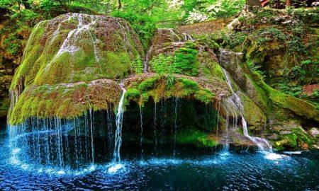 बहते पानी की तस्वीर