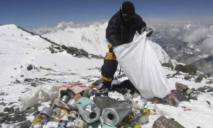 हिमालय पर भी गंदगी से बाज नहीं आए